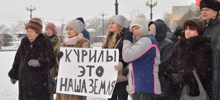 """""""Путина долой, Курилы наши"""": в РФ не хотят соглашения с Японией"""