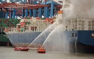 В Атлантическом океане горит контейнеровоз
