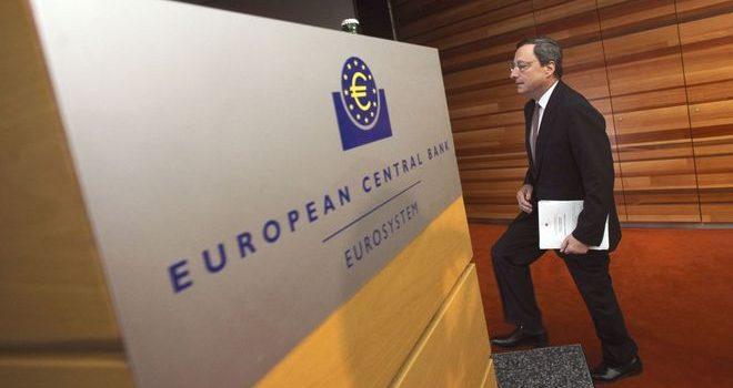 ЕЦБ отказывается повышать свою ставку. Стимулирует кредитование экономики