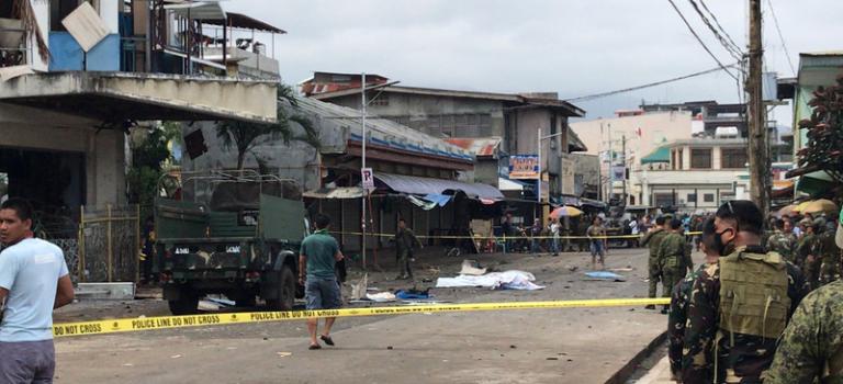 В церкви на Филиппинах прогремели два взрыва: более 20 жертв