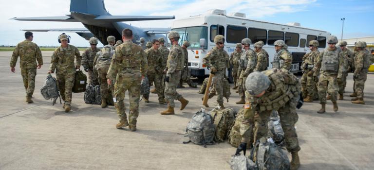 США планируют оставить часть войск на юге Сирии — СМИ