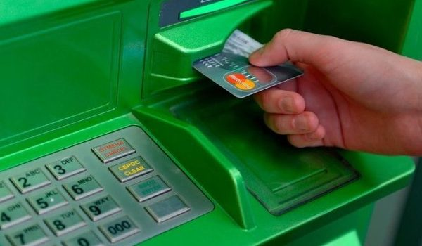ПриватБанк на время остановит операции с картами: когда ждать