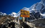 Туристам закрыли путь на Эверест из-за мусора