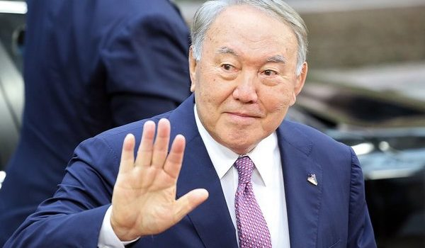 Замешан Крым: Латынина раскрыла причину отставки президента Казахстана