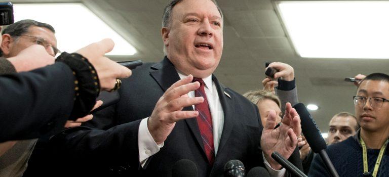 США отзовут всех дипломатов из Венесуэлы — Помпео