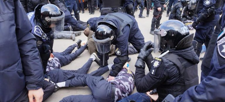В Полтаве полиция на свиней Нацкорпуса ответила силой: видео