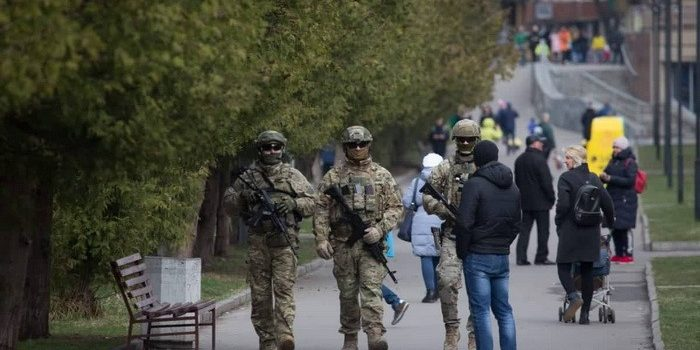 Спецназ СБУ начал патрулировать улицы и вокзалы: фото