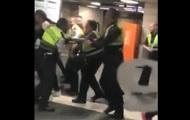 В метро Барселоны охранники избили пассажира