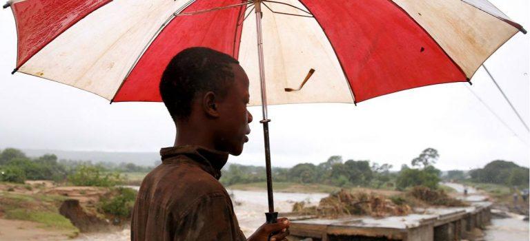 Где была земля, теперь море. Последствия катастрофического циклона в Южной Африке в 10 фотографиях