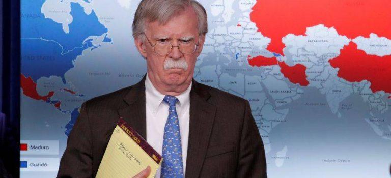 Белый дом пригрозил санкциями иностранным банкам за сделки с Мадуро