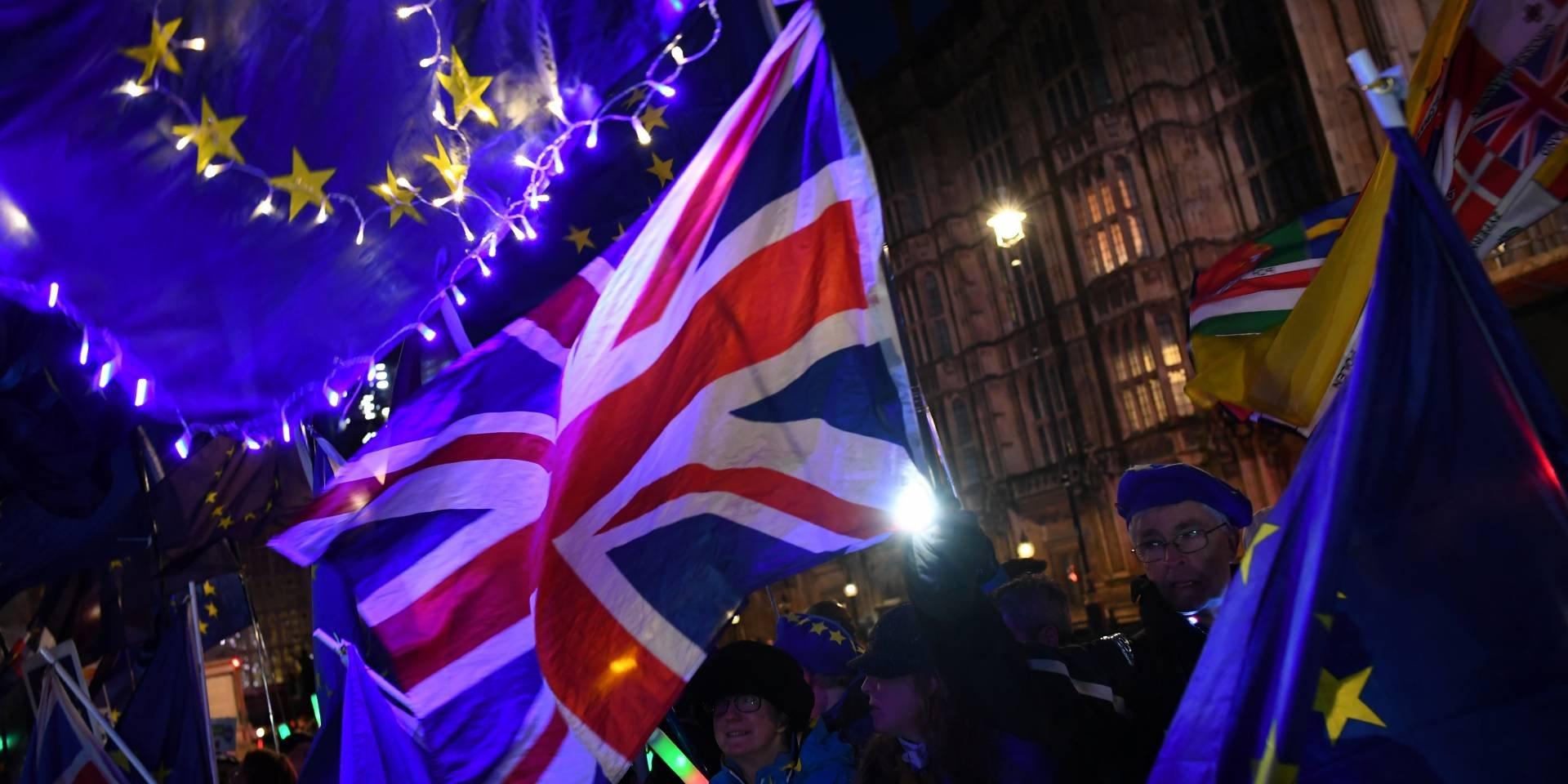 Британский парламент во второй раз отклонил сделку по Brexit
