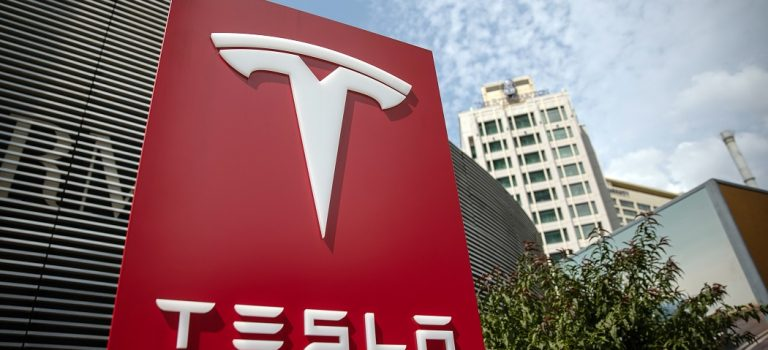В Tesla рекордно упали продажи электрокаров