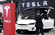 Tesla сократила продажи электромобилей на треть