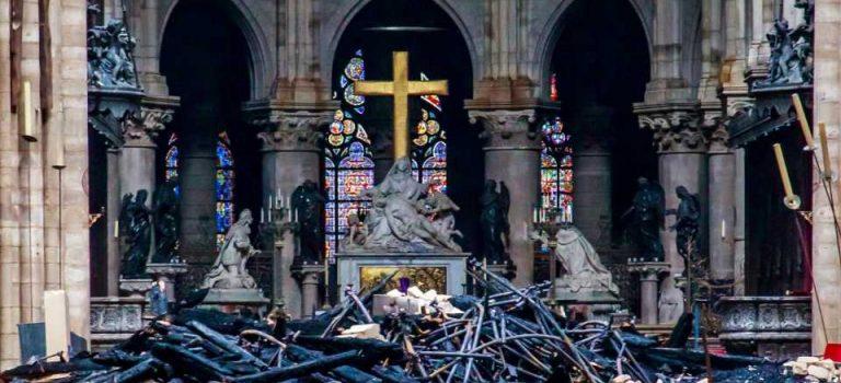 Названа предварительная причина возгорания собора Парижской Богоматери