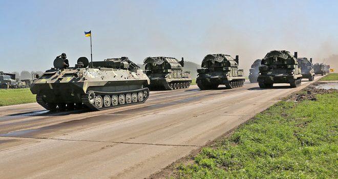 Украина наращивает военные расходы, а Россия сокращает