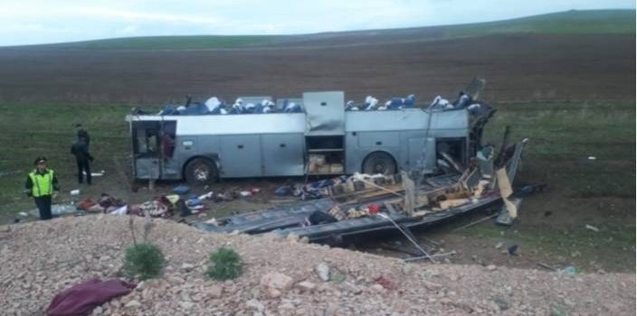 В Казахстане перевернулся пассажирский автобус, 11 погибших
