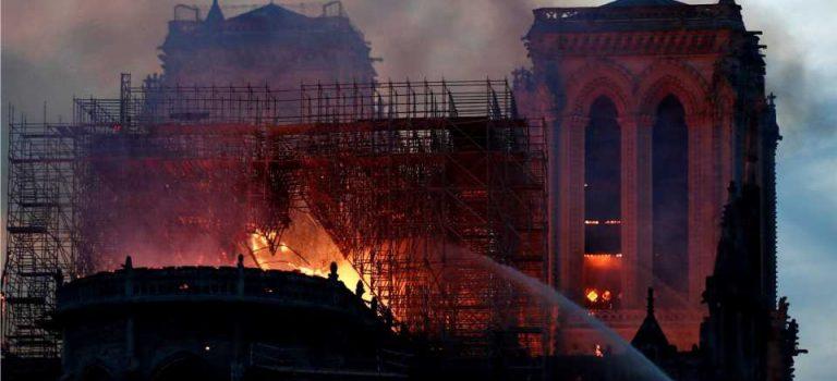 Реликвии собора Нотр-Дам не пострадали во время пожара