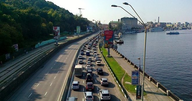 На дорогах Киева установили новый скоростной режим