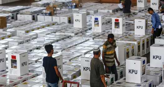 В Индонезии после выборов погибли около 500 членов избиркомов
