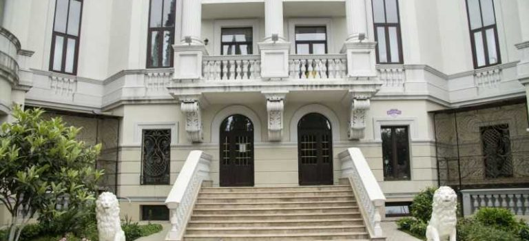 СМИ показали роскошную квартиру супруги Зеленского в Крыму: видео