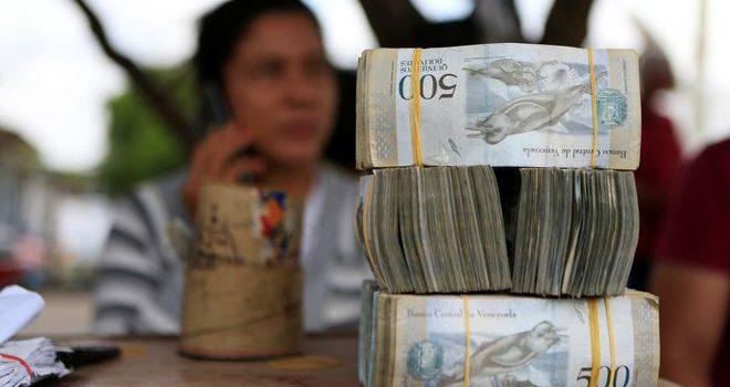 Центробанк Венесуэлы оценил инфляцию в стране в 130 000%