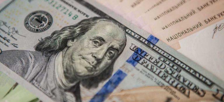 Официальный курс гривни кдоллару снизился на35 копеек, кевро— на65
