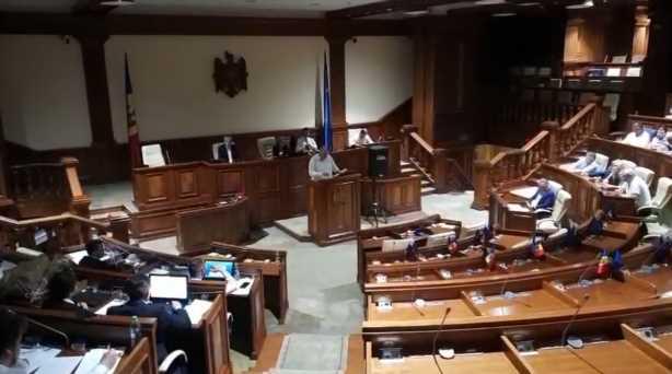 "Парламент Молдовы объявил страну ""захваченным государством"""