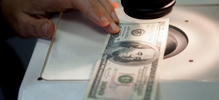 Курс валют вбанках иначерном рынке. Доллар иевро стремительно дорожают