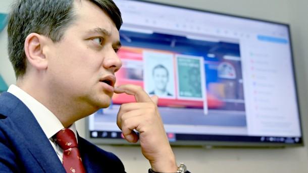 Разумков объяснил, почему нельзя проводить пережеребьевку партий в бюллетенях