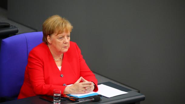 После очередного приступа дрожи Меркель сделала заявление о своем здоровье