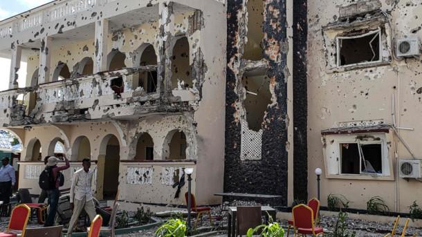 Теракт в Сомали: число погибших увеличилось вдвое, фото